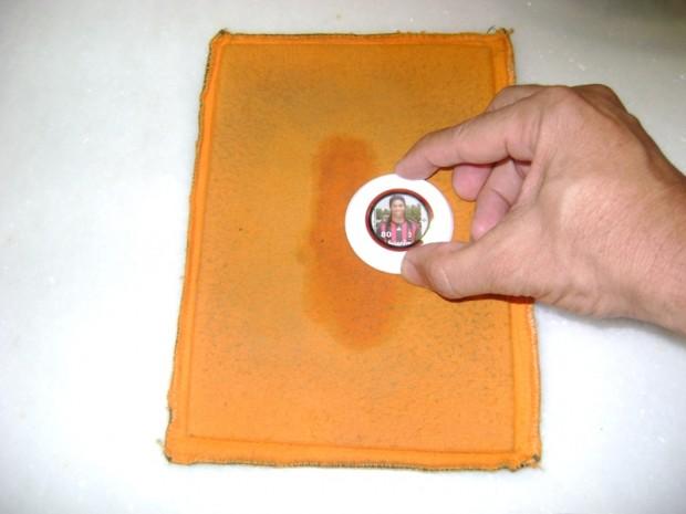 Limpando a parte de baixo, flanela umidecida no dia anterior