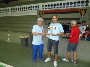 Flávio recebe o troféu de 3º Lugar